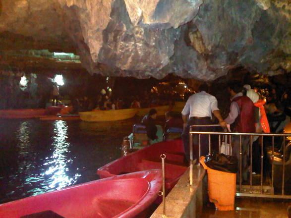 L'incantevole fascino primordiale delle grotte sotterranee di Ali Sadr