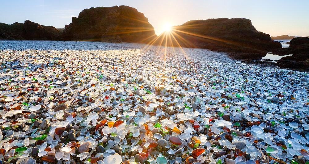 Glass Beach, la Spiaggia di Vetro