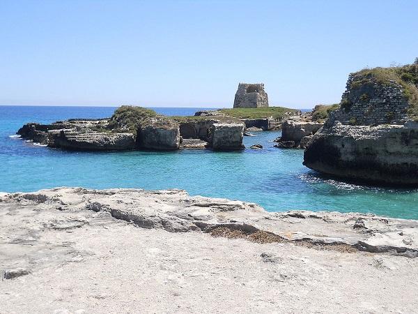 Roca Vecchia e la grotta della Poesia